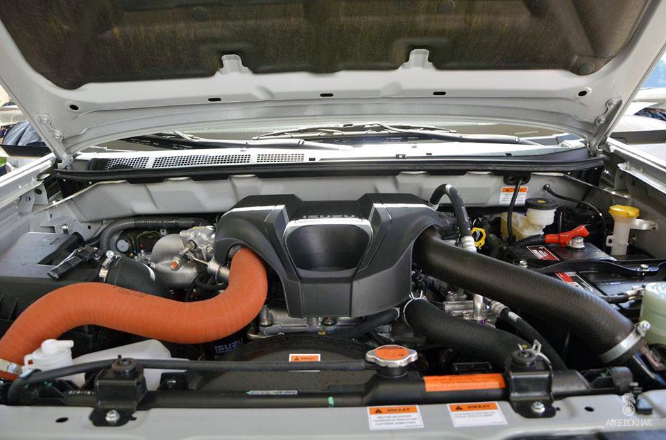 مشخصات ایسوزو دی مکس مشخصات ایسوزو D MAX قیمت ایسوزو دی مکس شرکت بهمن موتور شرایط فروش ایسوزو دی مکس خودرو پیکاپ Isuzu D Max