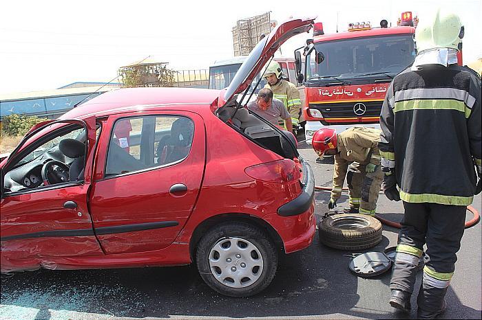 تصادف مرگبار سواری پژو 206 با مینیبوس در اتوبان کرج
