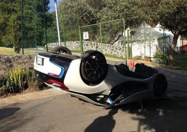 تکذیب خبر واژگونی و مرگ راننده ب ام و I8 در شهران