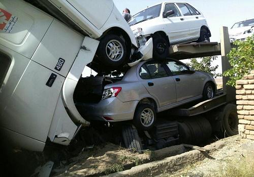 حادثه برای تریلی حامل خودروهای ساینا و پراید صفر+تصاویر